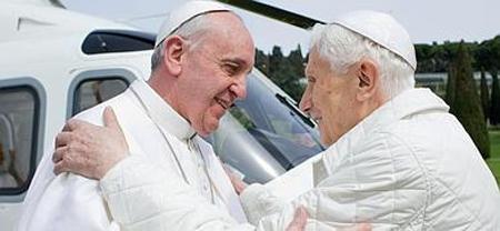 Del encuentro se destacó el buen estad de salud del papa Ratzinger, y también se difundió una fotografía del momento del nuevo abrazo de los dos pontífices
