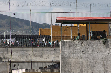 *Durante 12 horas 500 efectivos de la GNB tomaron las instalaciones. Familiares durmieron en las afueras del reclusorio