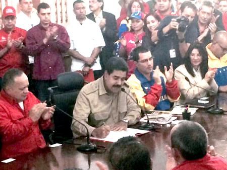 El presidente Nicolás Maduro promulgó ayer en la noche la Ley Habilitante que le otorga poderes especiales para gobernar por 12 meses