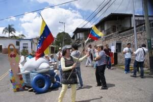 Creativa protesta de los vecinos de La Macarena Norte