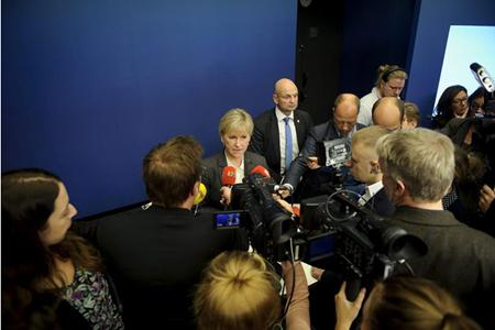 """En una comparecencia posterior a la reunión del gabinete en la que fue aprobada la declaración, Wallström rechazó que fuera una decisión precipitada y aludió al """"estancamiento"""" de la situación"""