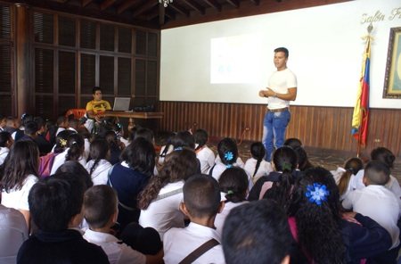 Más de 60 alumnos de la Cecilio Acosta I, disfrutaron del recorrido e interactuaron en el taller
