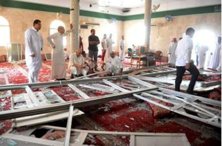Unas 20 personas murieron y alrededor de 50 resultaron heridas cuando un atacante suicida se sacrificó en una mezquita chií  CORT. REUTERS