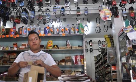 REPUESTOS 18/02/13FOTO:RICARDO MARAPACUTO