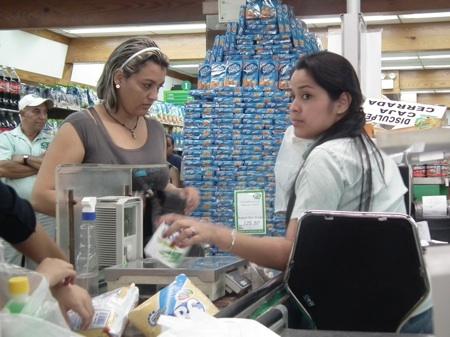 Jabón en polvo, lavaplatos, enjuague Vel, crema dental y jabón de baño fue parte de lo adquirido por los consumidores