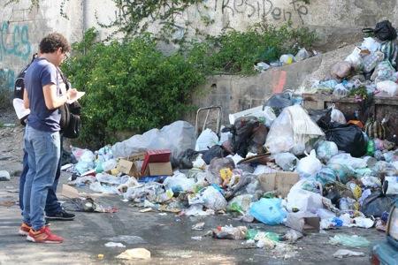 Montañas de basura son el adorno del basurero