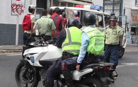La policía municipal detuvo a cerca de 20 implicados en el disturbio