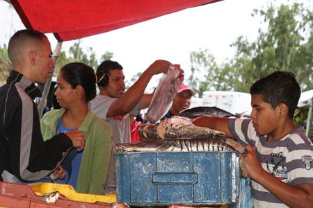 Más de 12 toneladas de alimentos se vendieron.