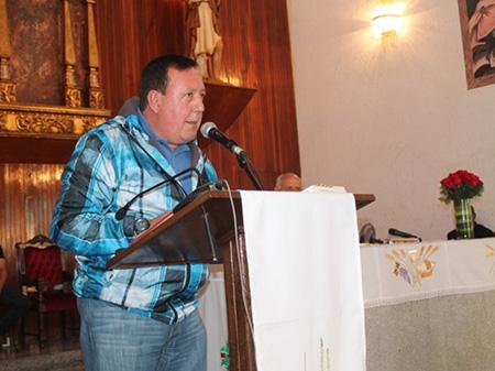 El Alcalde José Luis Rodríguez  agradeció al párroco por su trabajo incansable con los vecinos de Carrizal