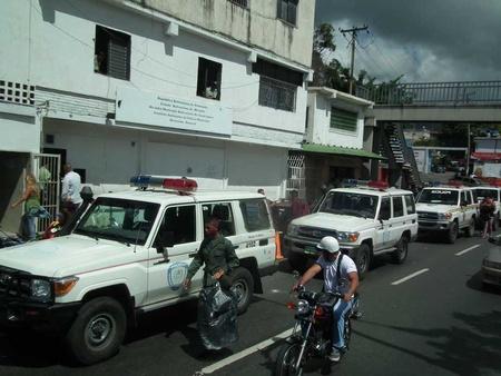 Agredió a un funcionario de Poliguaicaipuro luego que estos lo sorprendieran mientras agredía a un menor de edad en la plaza Miranda