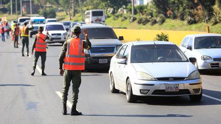 Los diversos puntos de control cuentan con funcionarios de seguridad