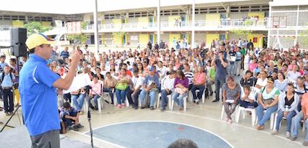 Gobernador Capriles entregó mil nuevas becas estudiantiles en el Tuy