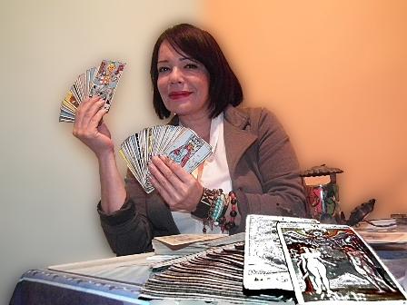 Tarotista señala que desde las 12 de la medianoche hasta las 11:30 pm realiza gran cantidad de lecturas de cartas, esto por las energías presentes en el universo