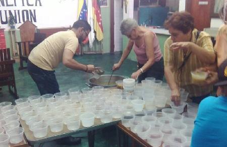 Más de 180 personas resultaron beneficiadas con las sopas Foto: Deysi Peña